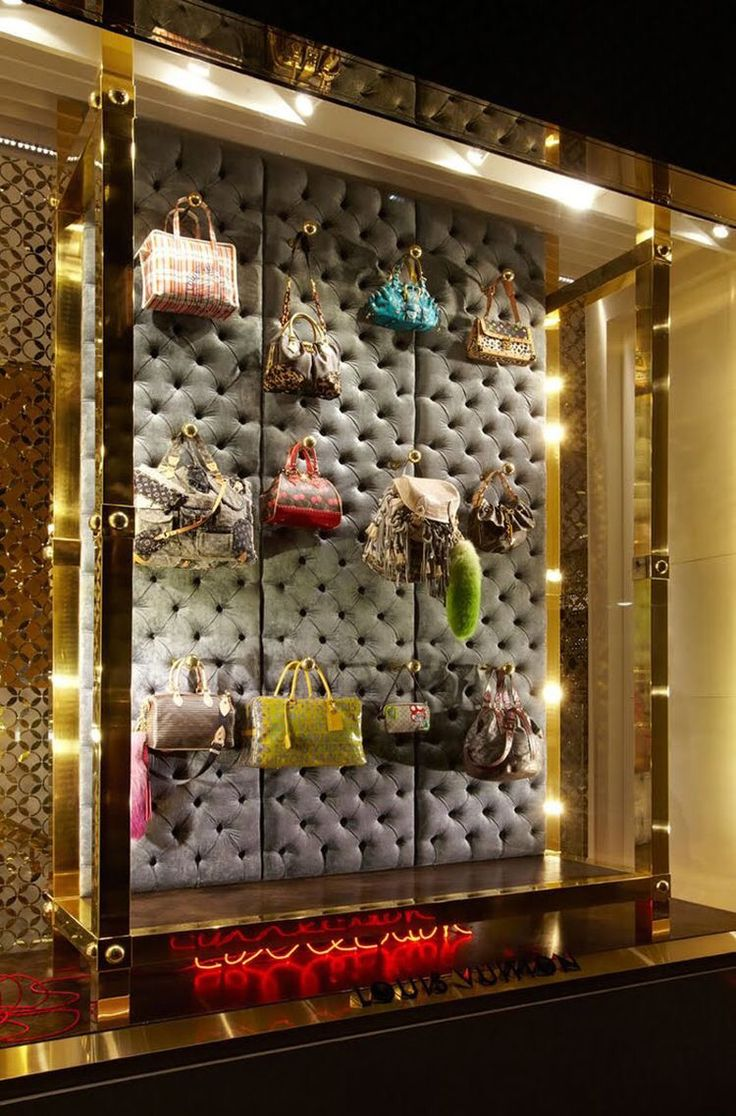 Pin by Nyan Lin Htet on Store design boutique Floating