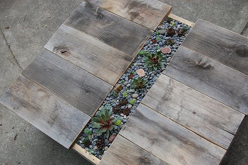 DIY Patio Table With Built-In Succulent Centerpiece                     http://www.shelterness.com/diy-patio-table-with-built-in-succulent-centerpiece/