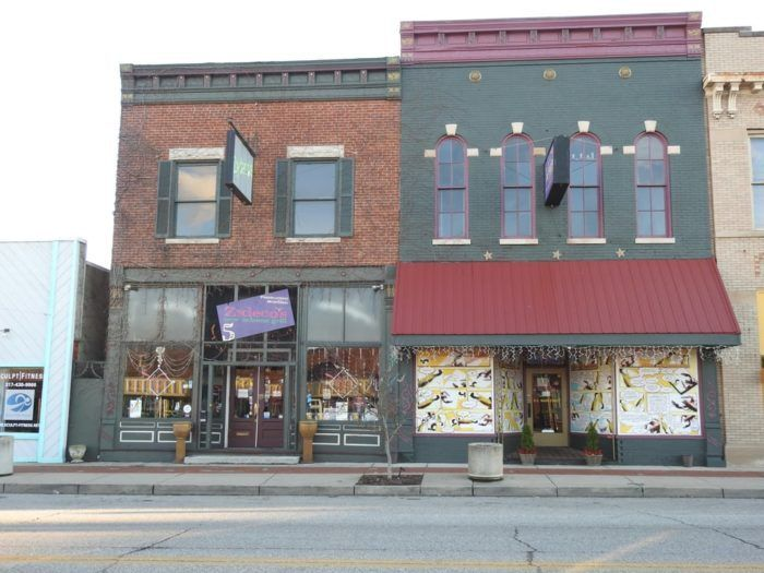 """<a href=""""http://www.onlyinyourstate.com/indiana/the-quirkiest-restaurant-indiana/"""" target=""""_blank"""">3. Zydeco's - Mooresville </a>"""