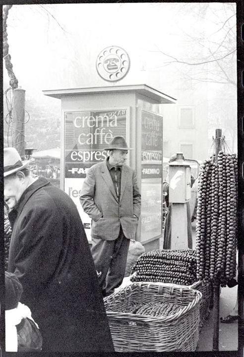 I Firònatt alla vecchia fiera degli Oh Bej! Oh Bej! (Foto di Marco Giberti – 1971) #milano #storia #cibodistrada #streetfood