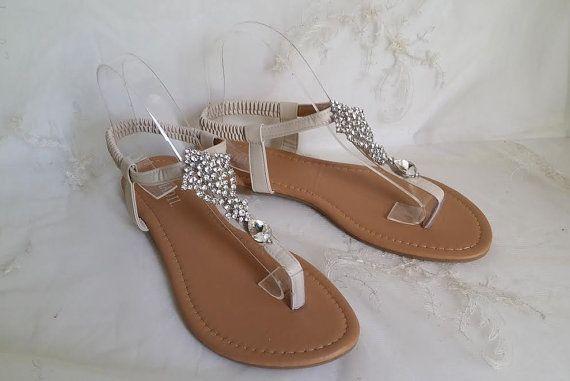 Sandales de la mariée Ivoire avec strass broche Design Destination mariage sandales mariage sandales plage chaussures Vegan sandales de mariage