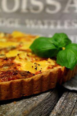 Kakkuviikarin vispailuja!: Neljän juuston kinkkupiirakka