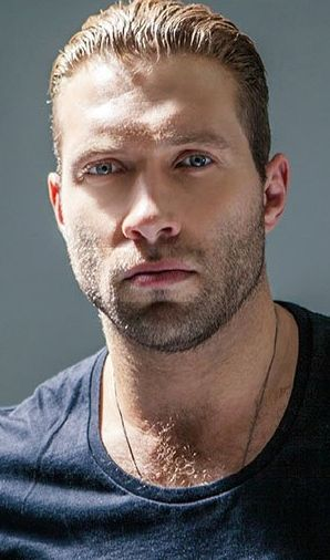 Jai Courtney as Nixon My god this man is hot!!!! This is a very sexy picture.