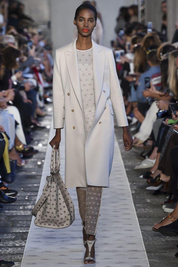 Max Mara Lente/Zomer 2018, gepresenteerd tijdens Milaan Fashion Week.