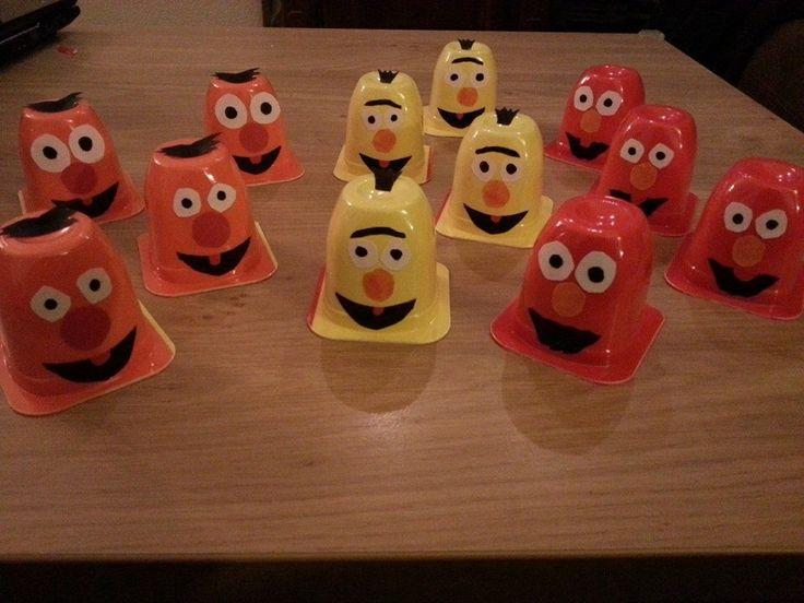 Om uit te delen bij het kdv: danoontje Sesamstraat Bert en Ernie & elmo.