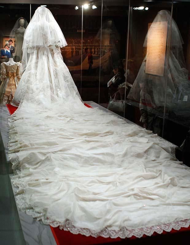 July 29, 1981: Lady Diana Spencer marries Prince Charles at St. Paul's Cathedral.  London:Guarded secrets of Princess Diana's wedding dress revealed afrowood.com