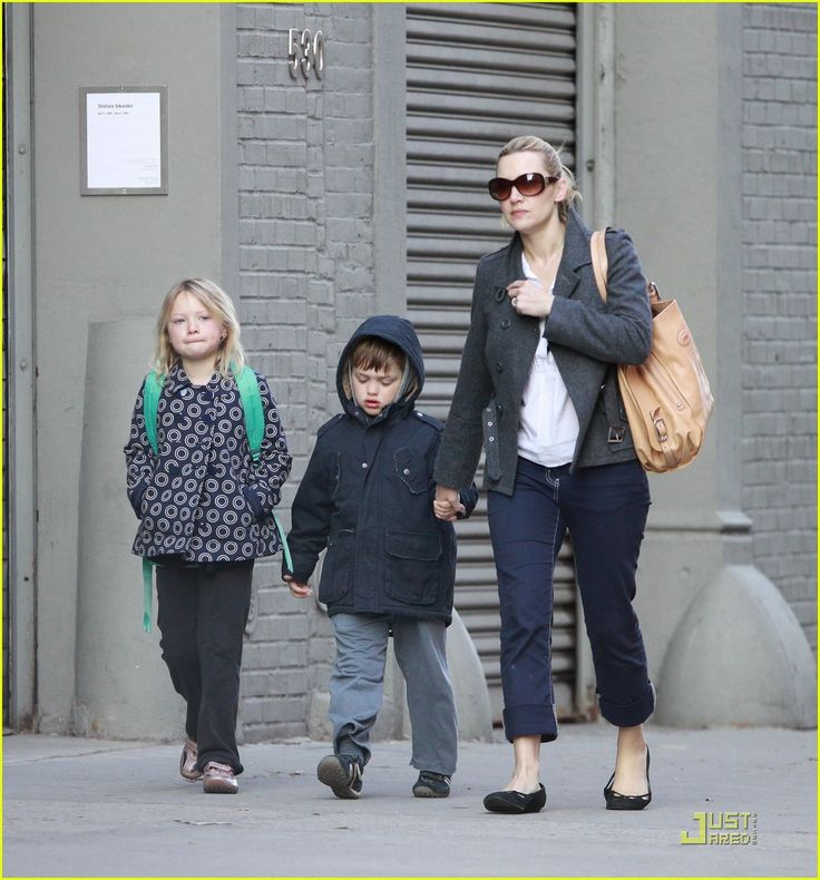"""highmore single parents Highmore credited his """"parents, friends, being lucky and living in london"""" for why he didn't go off the rails and down the clichéd child star route """"i guess i am lucky."""