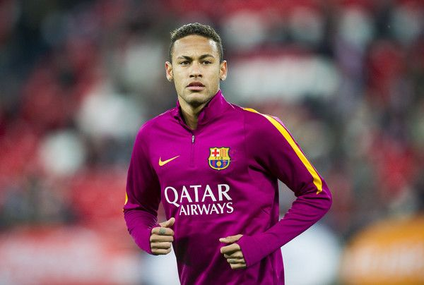 Neymar of FC Barcelola looks on prior to the start the Copa del Rey Quarter Final First Leg match between Athletic Club and FC Barcelola at San Mames Stadium on January 20, 2016 in Bilbao