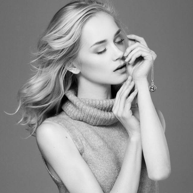 Sweet dreams loves!🌸🌸🌸 #perfumedjewelry #sweetdreams #perfumelocket #fragrancejewelry #locketnecklace #silver #meshjewelry #pendant #delicate #style #luxury #minimalistjewelry #beauty #topmodel #polishgirl #woman