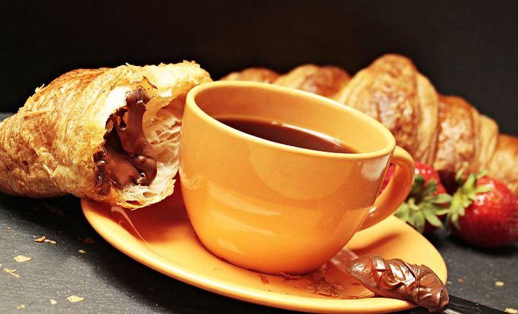 Kávé, Croissant, Feketés Csésze