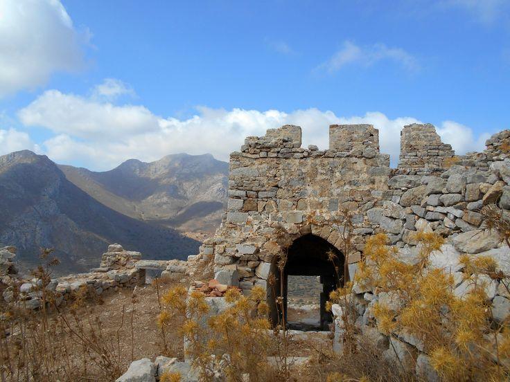 """zamek Megalo Chorio.zdecydowanie """"must see"""" a raczej must climb  :-)"""