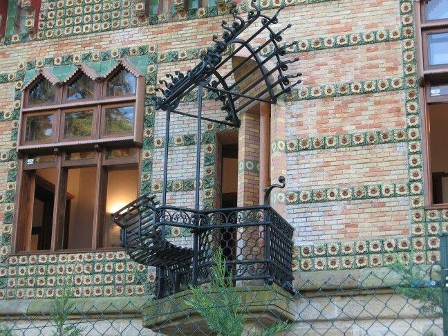Balcon del Capricho de Gaudí.