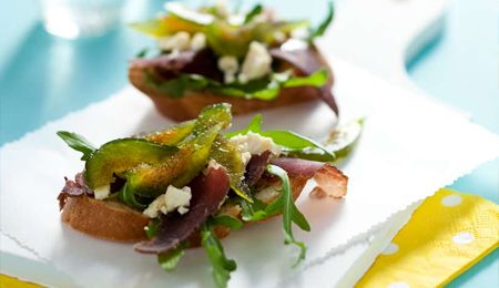 Biltong with sweet figs and blue cheese on bruschetta