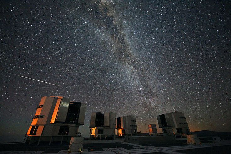 The 2010 Perseids over the VLT - Very Large Telescope – Wikipédia