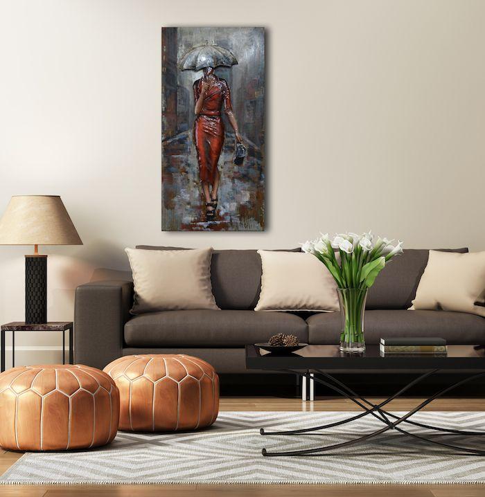 Welche Farben Passt Zu Braun, Runde Hocker, Glasvase Mit Weißen Blumen,  Beige Dekokissen