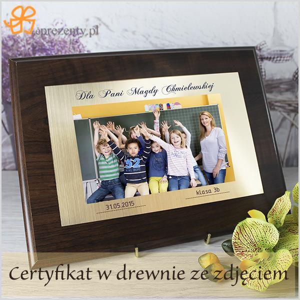 Certyfikat w drewnie ze zdjęciem na złotym tle wzruszy każdego wychowawcę.  http://bit.ly/1KKswN6