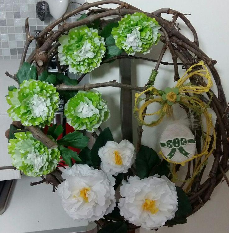 Ghirlanda pasquale - fiori con pirottini di carta (cupcake / muffin) - by Anny