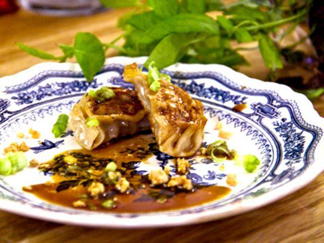 Stekta kinesiska dumplings med vitlöksgurka (kock Erik N - Malmö)