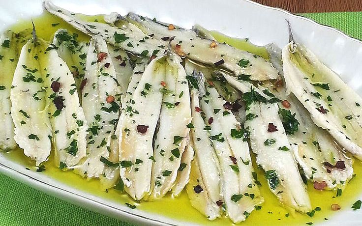 Un antipasto sfizioso dal gusto unico, profumato di mare! Preparato in molte regioni d'Italia con le dovute differenze, è sempre sinonimo di successo! #alici fresche marinate