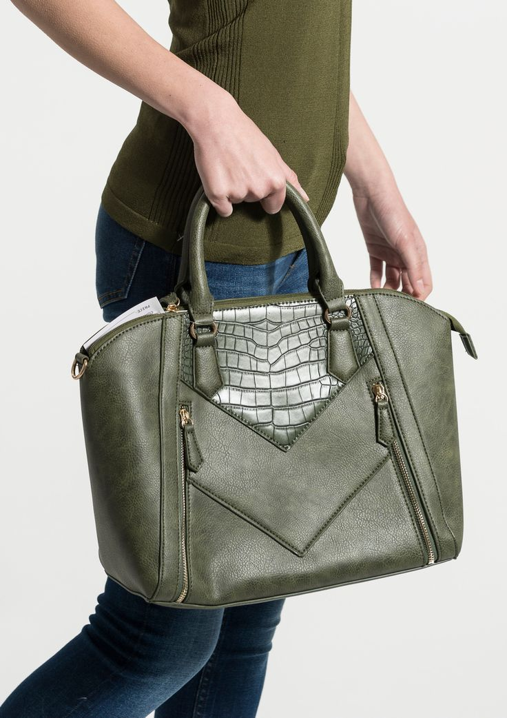 Big handbag in green with a zipper. It has 2 decorative zippers in the front. Perfect for a casual/work look.