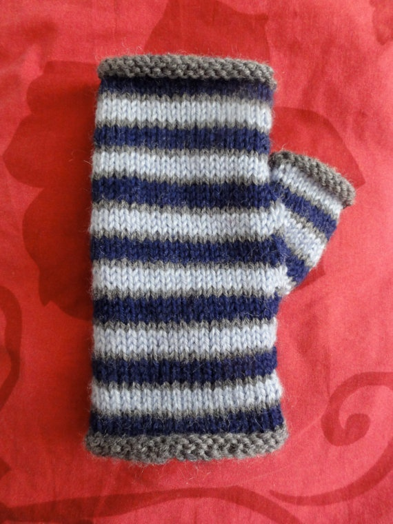 Knit Pattern Gloves Sock Yarn : 17 Best images about gloves to knit on Pinterest Yarns, Patterns and Finger...