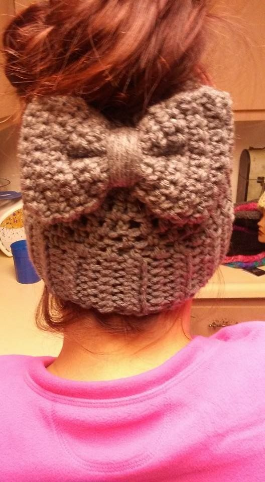 NO PATTERN INSPIRSTION Messy bun hat with bow