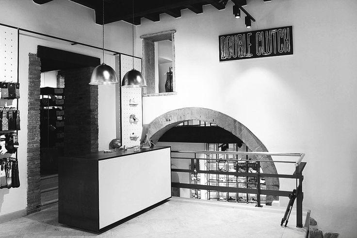Reverse for Double Clutch, a sportswear shop in Verona.
