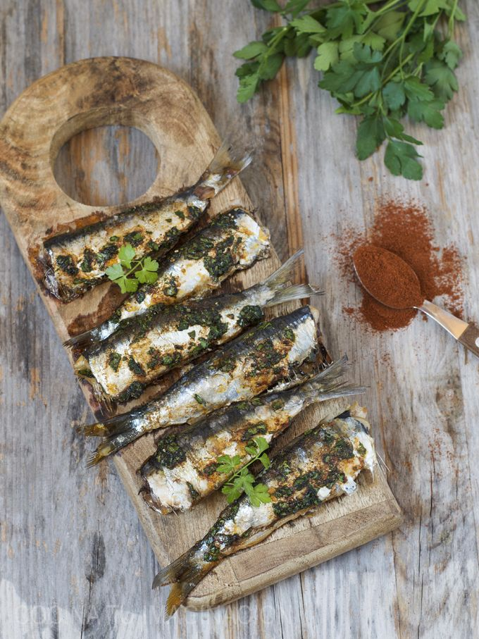 Como preparar unas deliciosas sardinas al horno aliñadas, sin dejar olores en tu cocina. Una receta rápida y muy, muy fácil de hacer.