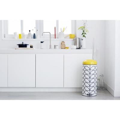 Capacité : 30 L - Coloris : crème - Système de pédale facile à utiliser - Poignée de transport solide.