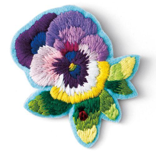 zakka collection Felissimo Felt Pansy Broach Embroidery [雑貨コレクション]|森の中で見つけた色のファンタジー ぬり絵みたいな ざくざく刺しゅうブローチの会|フェリシモ