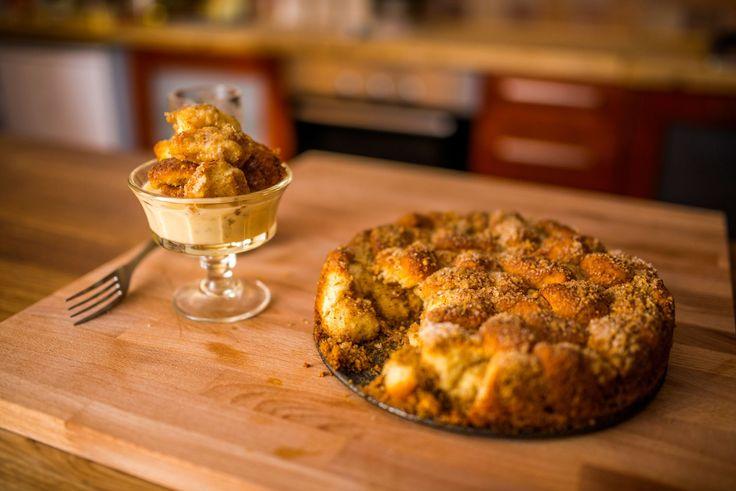 Aranygaluska recept: Ismét egy klasszikus, az aranygaluska tökéletes receptje. Ha jól van elkészítve, ellenállhatatlan finomság, bár tény hogy nem kifejezetten fogyókúrás édesség, de nem is ezért kell kedvelni.   Nézd meg a többi receptünket is!  A recept itt olvasható: http://aprosef.hu/aranygaluska