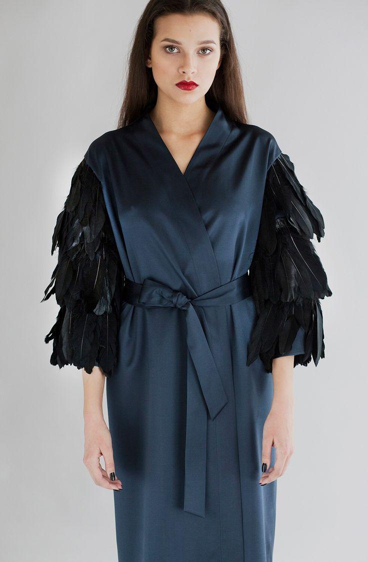 Платье-халат из шёлка с декоративным элементом из перьев на рукавах EKATERINA SHISHKINA