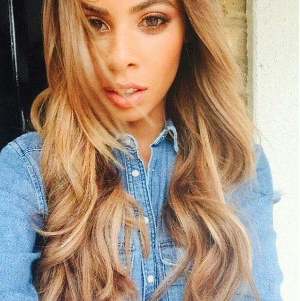 Xtra Factor presenter Rochelle Humes goes a shade lighter as she sports brand new bronde balyage (the 'in' term for gradual, natural looking highlights, FYI) in a stunning selfie!