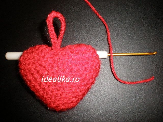 Cum crosetam inima 3 D vom vedea in prezemtul tutorial. Vom sti cum sa facem singuri un frumos cadou pentru cineva ce iubim.