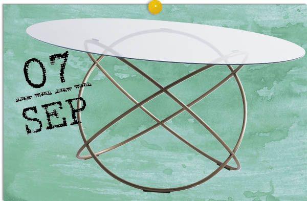 De alta esfera - AD España, © D.R. Las piezas del israelí Ron Gilad se encuentran entre el diseño, el arte y la artesanía. En la mesa Sfera (fabricada por Molteni & C.) demuestra la versatilidad del acero al crear una base con anillos entrelazados a modo de átomo que parece asentarse en un difícil equilibrio.