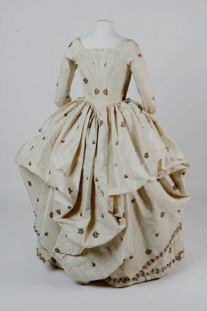 Polonaise robe National Trust Inventory Number 602788 Date1760 MaterialsSilk CollectionSpringhill, County Londonderry (Accredited Museum)