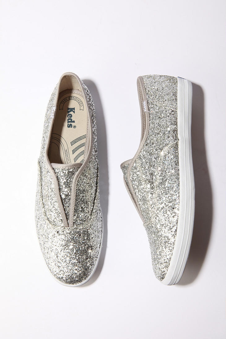 casual sparkle: Fashion Shoes, Glitter Sneakers, Silver Sparkle, Sparkly Shoes, Glitter Shoes, Keds Shoes Sparkle, Sparkle Keds, Fun Ideas, Sparkle Shoes