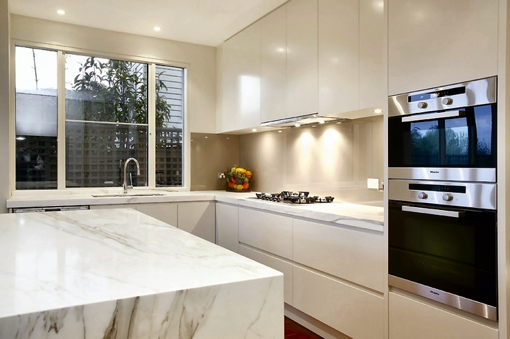 Colour of cupboards and splash back