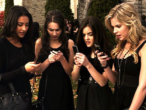 What was happening in this episode? | Pretty Little Liars #Episode1Pilot