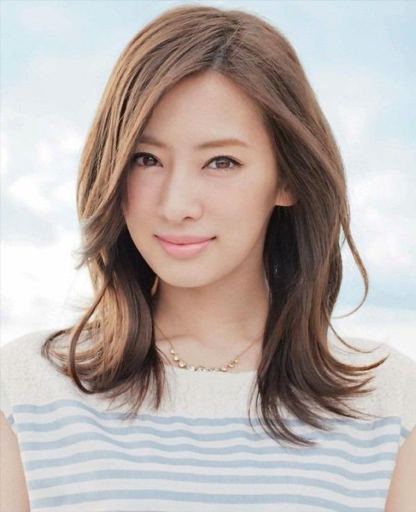 セミロングカット×面長さんのヘアスタイルでお手本にしたいのが北川景子さん♡♡ナチュラルアレンジで落ち着いた大人の女性の髪型☆