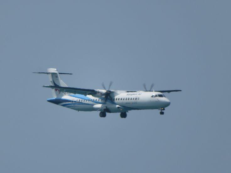 https://flic.kr/p/23tUMCn   HS-PZF   Type: passenger jet Airlines: Bangkok airways Manufacturer: ATR Atr72 Atr72-600 Atr72-212a At76 Y70 2x PW PW127M MSN: 1320 First flight: 30 mar 2016 Production site: Toulouse(TLS) Test registration: F-WWEC Delivery date: 05 apr 2016 Flight: PG253 from ko samui(USM)