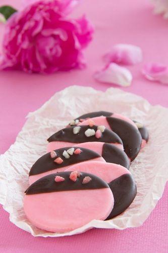 Люблю готовить. - Розовое мятное печенье?!