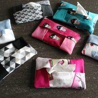Mini Pochette mouchoirs Fournitures : 3 rectangles de 8 x 12 cm d'un tissu 2 rectangles de 8 x 9 cm d'un autre tissu. Commencer par plier en 2 , à l'aide de votre fer, sur la longueur chaque...