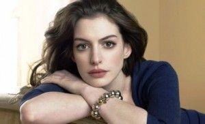 Aktris Anne Hathaway Gelisah Jelang Adopsi Anak