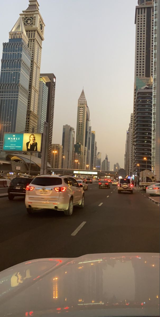 Dubai شارع الشيخ زايد In 2021 Dubai Vacation Dubai City City Life Photography