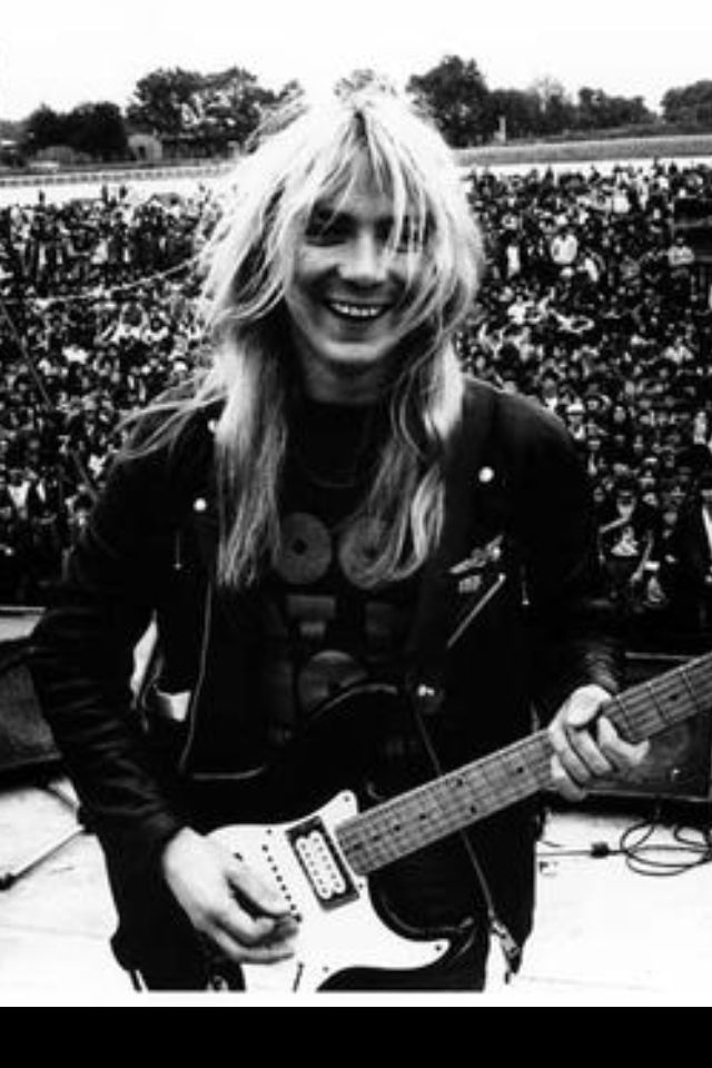 Dave Murray one of my favorite guitar players in the early years!