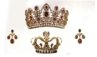 Nel 1814 Marie-Therese Charlotte, la sfortunata Madame Royale, tornò a Parigi con ciò che restava della famiglia reale: il marito, duca d'Angoulème; gli zii (il nuovo re Luigi XVIII, e suo fratello, futuro Carlo X) entrambi vedovi; il cognato, duca di Berry, divorziato.  Tornava a Parigi anche in possesso di ciò che restava dei gioielli della madre (gran parte l'aveva ceduta al cugino, l'Imperatore Franz, in cambio di una pensione vitalizia).La parure di rubini (collana e orecchini) che…