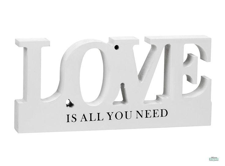 Arredo LOVE in Legno Scritta cm 23x10x2,5 per parete e appoggio Scritta LOVE IS ALL YOU NEED in legno laccato bianco da appendere o da appoggiare per arredare al meglio i tuoi ambienti di vita.  Dimensioni cm 23 x 10 x 2,5  Materiale Legno