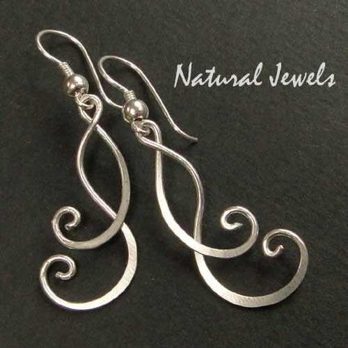 HAMMERED WIRE EARRINGS -- jewelry inspiration