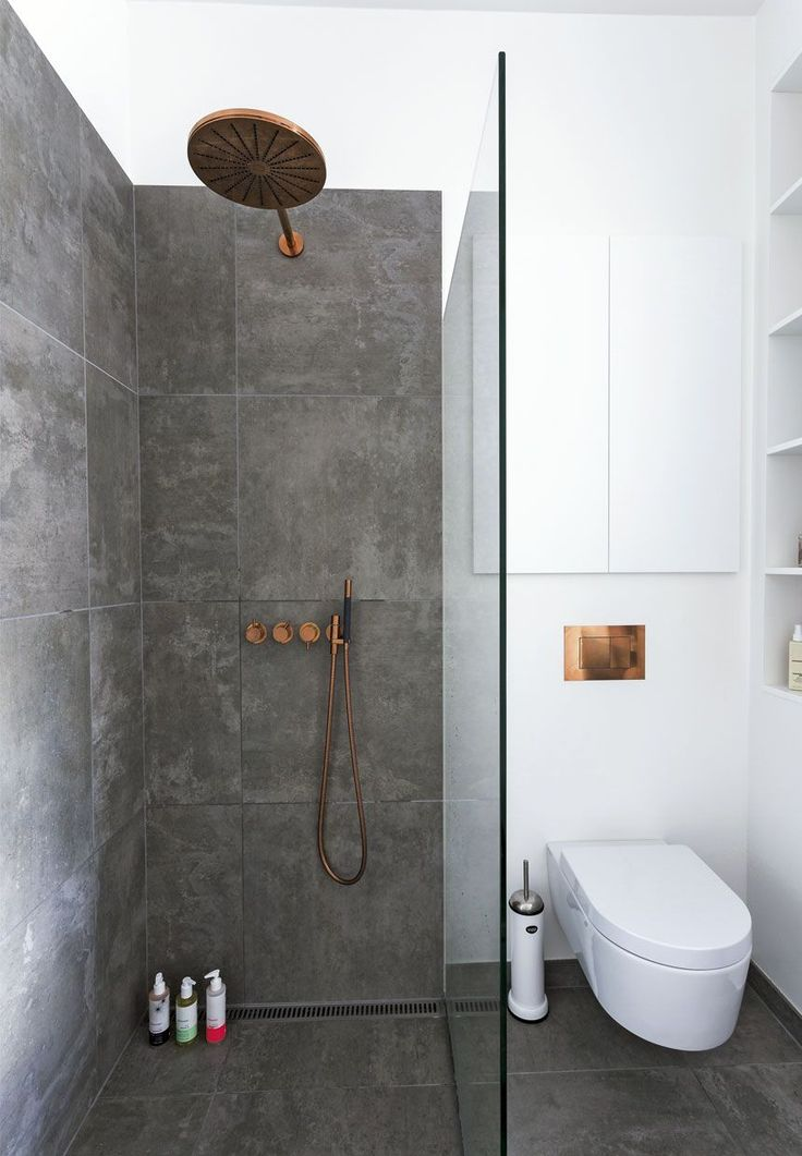 We love: the level entry shower, the toilet against a wall and the good colour contrasting. We obviously would like to see more space.